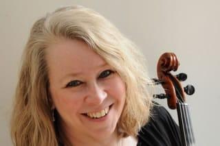 Nora Frisk, viola